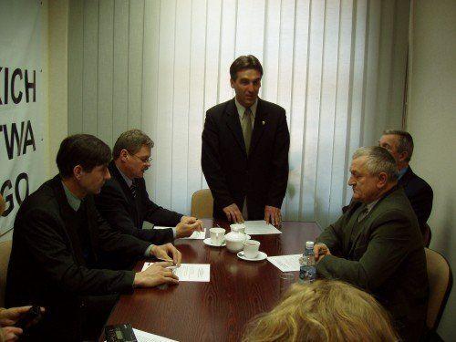 PODPISANIE POROZUMIENIA O WSPÓŁPRACY UŁATWIAJĄCEJ PODLASKIM ROLNIKOM PRZYGOTOWANIE WNIOSKÓW O PRZYZNANIE PŁATNOŚCI OBSZAROWYCH NA ROK 2005 – 9 Lutego 2005 R.